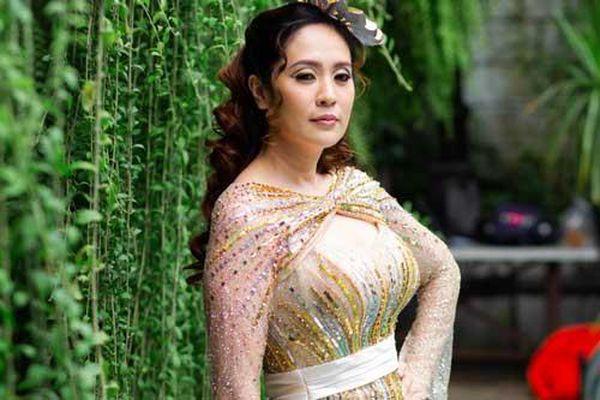 Thanh Thúy khoe dáng trong hậu trường phim mới nhưng vòng một đẫy đà mới khiến nhiều người chú ý