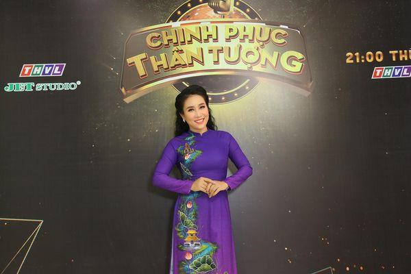 Cuộc sống gia đình của NSƯT Vân Khánh - ca sĩ hàng đầu dòng nhạc ca ra sao sau 30 năm đi hát?