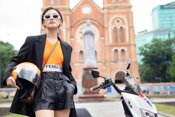 Học ngay 'cô em trendy' Khánh Linh pose hình thật ngầu tại 4 địa điểm gắn liền thanh xuân của giới trẻ Sài Thành