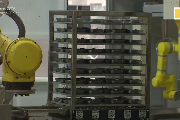 Trường học Trung Quốc sử dụng robot nấu ăn mùa COVID-19