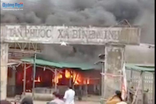 Hỏa hoạn thiêu rụi chợ Tân Phước, xã Bình Minh