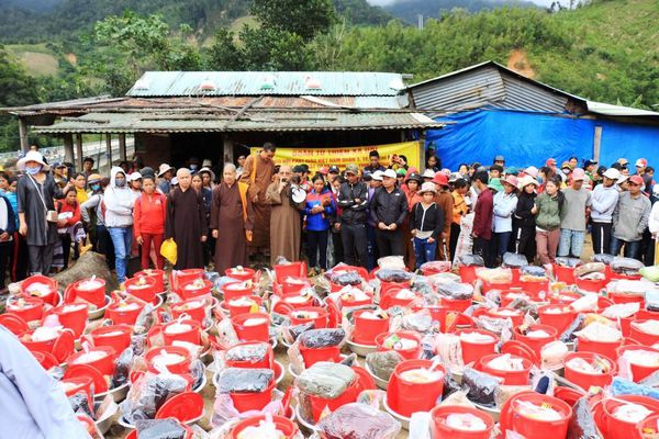 Phật giáo Q.3 cứu trợ 3 tỷ đồng tại 6 tỉnh miền Trung