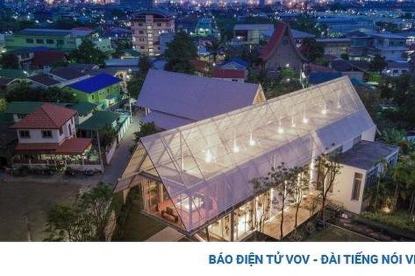 Độc đáo căn nhà 'đom đóm' với chiếc mái khổng lồ