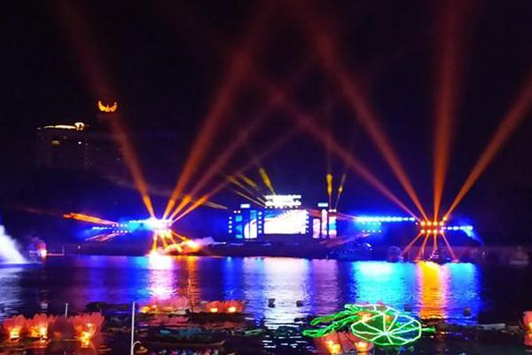 Cần Thơ: Lung linh đêm hội hoa đăng Ninh Kiều