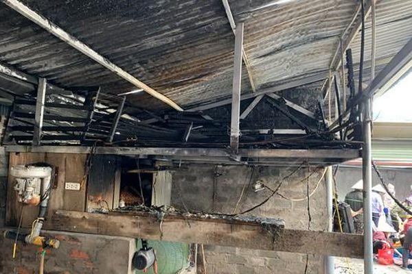 Quảng Ninh: Cháy ki-ốt tại chợ Hạ Long
