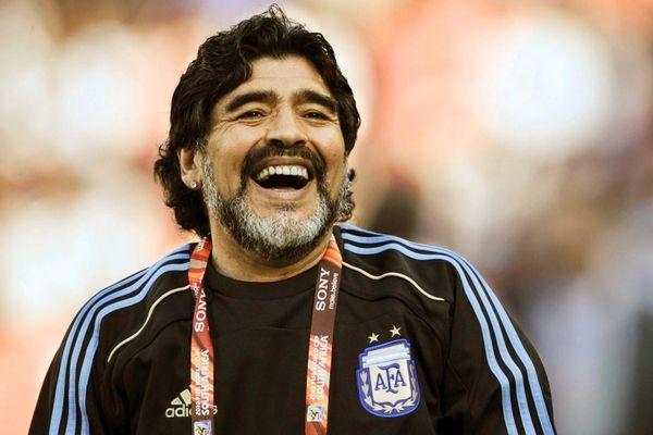 Ibrahimovic: 'Nhìn thấy áo số 10, bạn phải nghĩ đến Maradona'