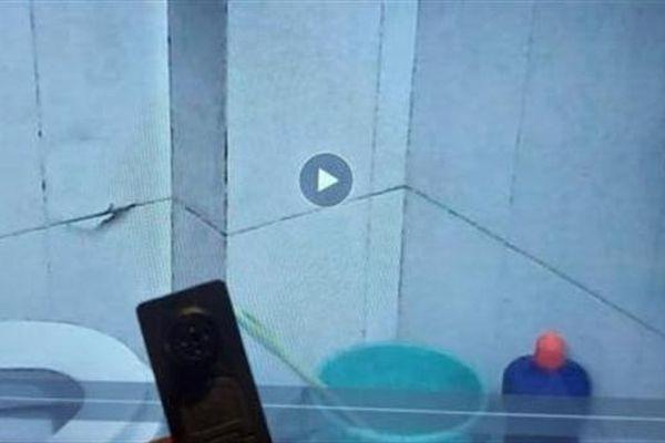 Trưởng nhóm đặt camera trong nhà vệ sinh giải thích