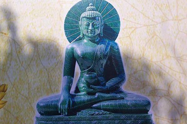 Rước tượng Phật ngọc nguyên khối nặng 3,8 tấn về chùa Quỳnh Lâm