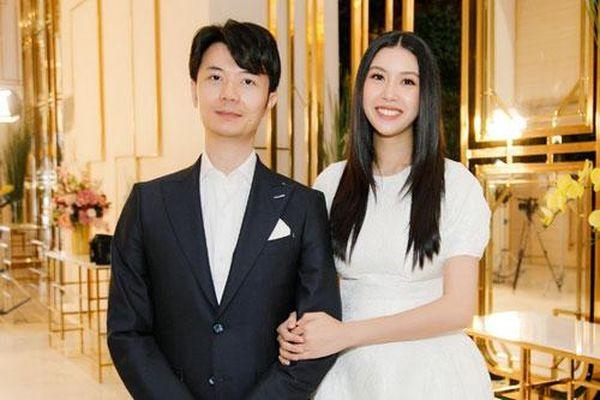 Á hậu Thúy Vân dự event sau một tháng sinh con