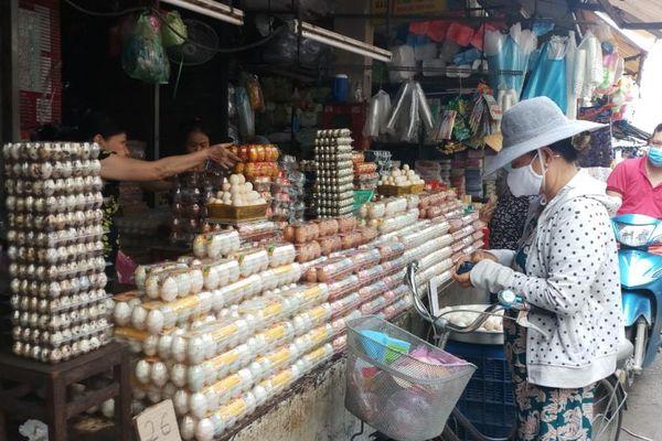 Giá thực phẩm hôm nay 28/11: Giá trứng gia cầm tăng