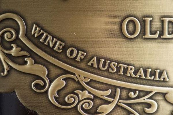 Căng thẳng leo thang, Trung Quốc mạnh tay áp thuế lên rượu vang Australia