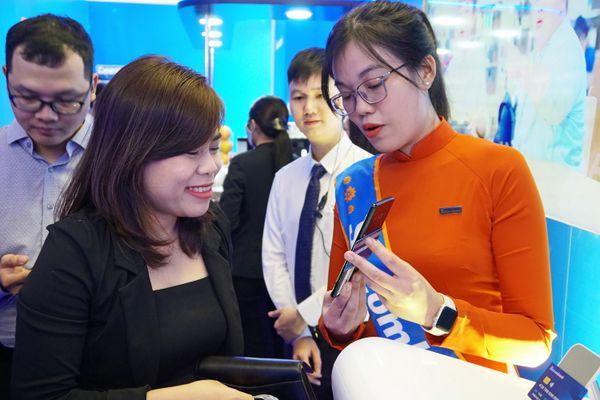 Sacombank bắt tay Công ty công nghệ thanh toán điện tử Visa triển khai Tap to phone