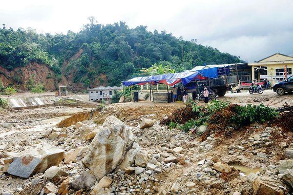 Vào Phước Thành (Quảng Nam) gặp cảnh tan hoang sau lũ