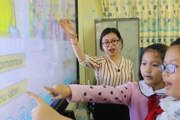 Rào cản 'xã hội hóa' tới dạy học tiếng Anh cấp Tiểu học