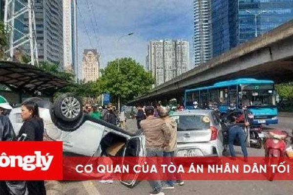 Xe ô tô gây tai nạn liên hoàn, 2 người nhập viện cấp cứu