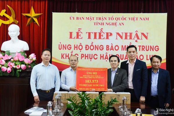 Đoàn công tác Bộ Ngoại giao trao quà hỗ trợ Nghệ An khắc phục hậu quả mưa lũ