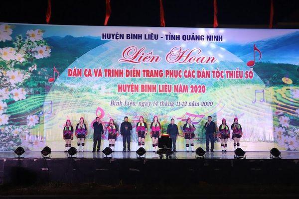 Đặc sắc Liên hoan Dân ca và trình diễn trang phục các dân tộc thiểu số huyện Bình Liêu năm 2020