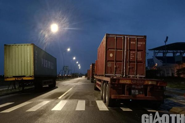 Đà Nẵng: 4 ngành hợp lực 'dẹp loạn' xe tải trọng lớn lập bến trái phép