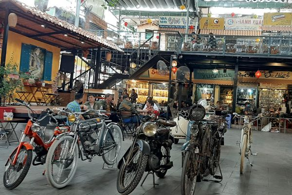 Đã mắt với những bộ sưu tập đồ cổ trong chợ đồ cổ độc nhất Sài Gòn