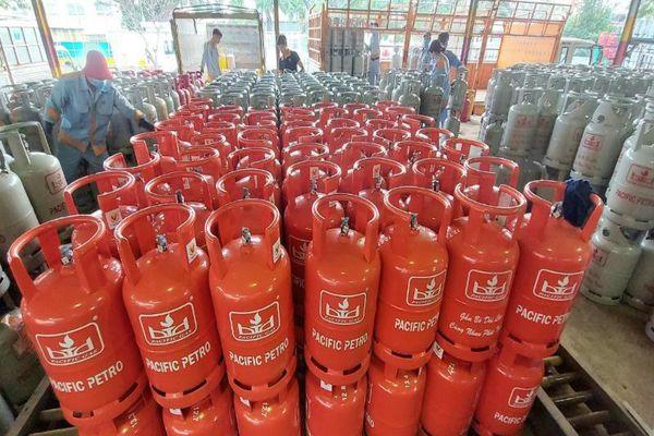 Giá gas tăng lần thứ 8, tổng mức tăng hơn 120.000 đồng/bình