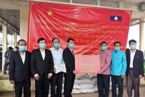 Nghĩa tình tương thân hai nước Lào - Việt