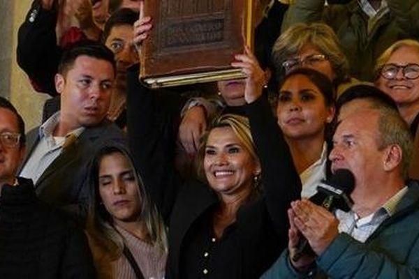 Bolivia mong chờ chính phủ mới thoát khỏi khủng hoảng