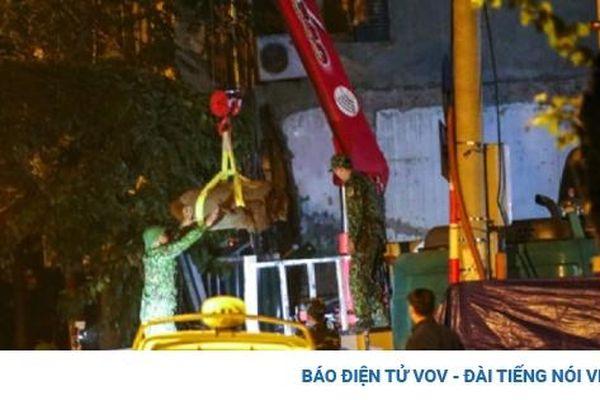 Di chuyển thành công quả bom nặng 340kg ra khỏi khu vực phố Cửa Bắc, Hà Nội