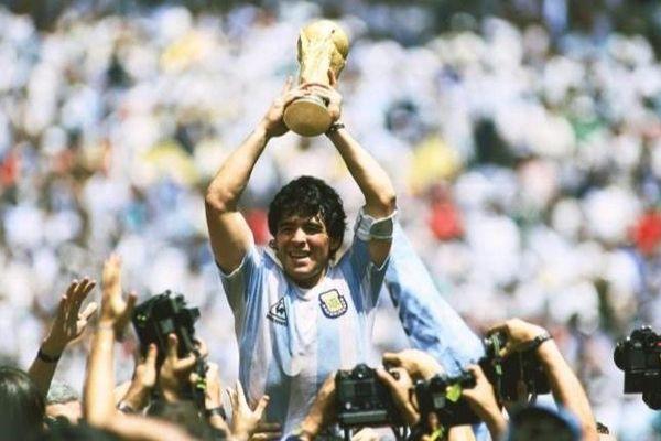 Người hâm mộ bóng đá Anh tưởng nhớ Maradona