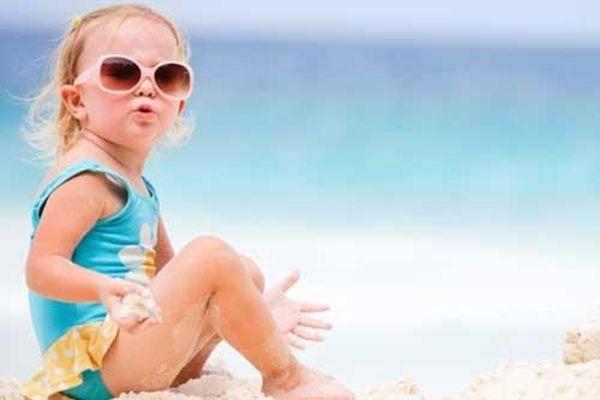 Cách chọn mua kính râm phù hợp cho trẻ em