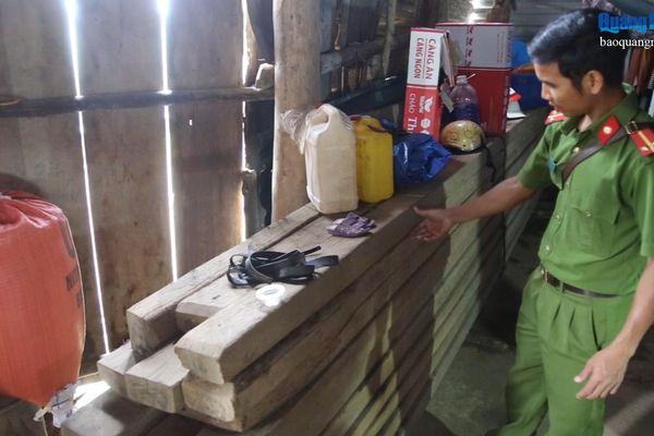 Phát hiện nhiều gia đình tàng trữ gỗ trái phép
