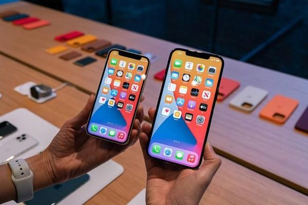 iPhone 12 mini: Nhỏ, gọn nhưng mạnh mẽ bất ngờ