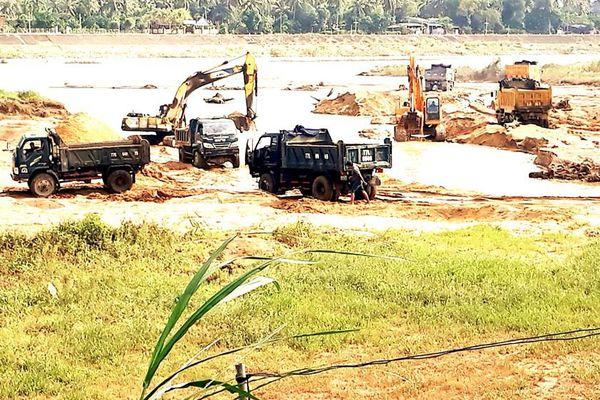 Núp bóng dự án, băm nát dòng sông
