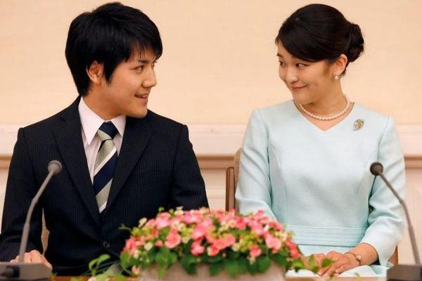 Vì sao lễ cưới của công chúa Nhật liên tục bị trì hoãn