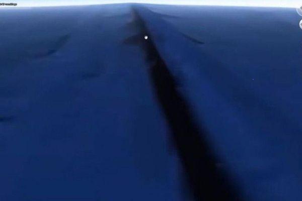 Google Earth tìm thấy bức tường bí ẩn dưới biển, bao quanh Trái Đất?