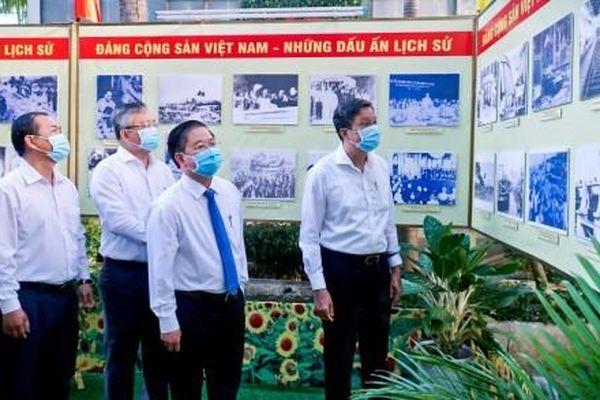 Khai mạc triển lãm ảnh 'Đảng Cộng sản Việt Nam - Những dấu ấn lịch sử'