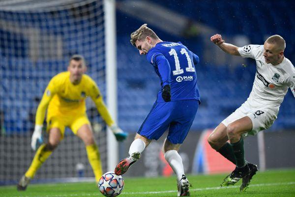 Chelsea giành ngôi nhất bảng ở Champions League