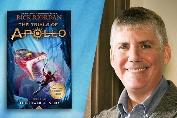 Nhà văn thắng Goodreads Choice Awards suốt 10 năm liền