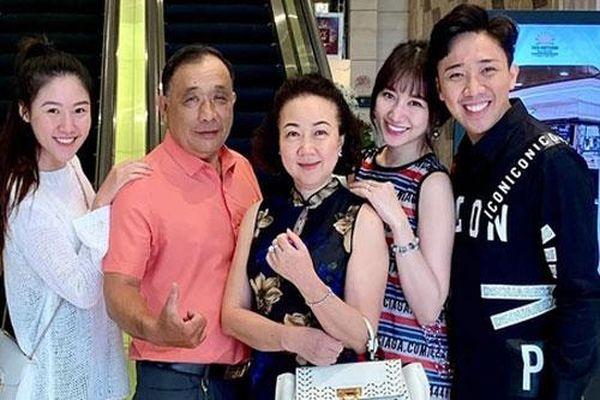 Hari Won thân thiết với mẹ chồng