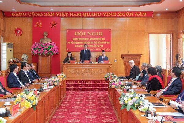 Phó Thủ tướng Trịnh Đình Dũng thăm và làm việc với huyện Vĩnh Tường