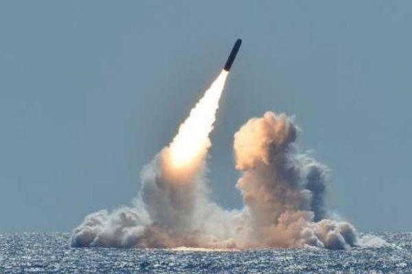 Bộ ba vũ khí hạt nhân của Nga cùng bắn tên lửa