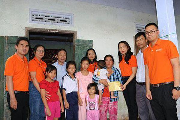 Hỗ trợ 100 triệu đồng cho người dân bị ảnh hưởng mưa lũ huyện Vạn Ninh