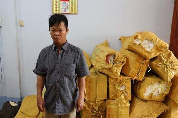Tây Ninh: Bắt giữ đối tượng vận chuyển 12.000 gói thuốc lá lậu