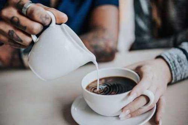 Vì sao không nên uống cà phê vào mùa lạnh?