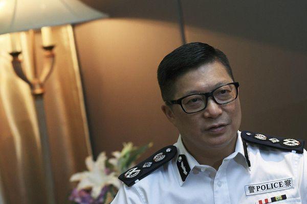 Bị Mỹ cấm vận, tiền lương quan chức Hong Kong chảy về túi vợ