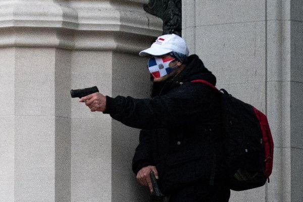 Cảnh sát bắn hạ người xả súng bên ngoài nhà thờ ở New York