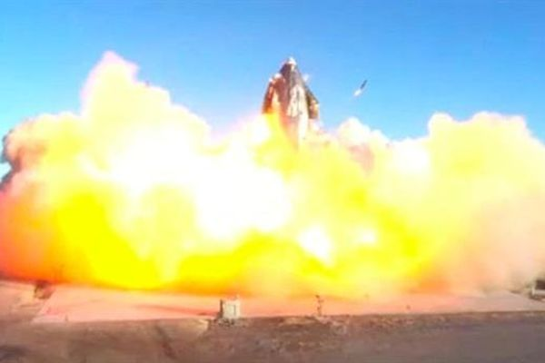 Tên lửa SN9 Mỹ đổ nghiêng khi chưa kịp phóng