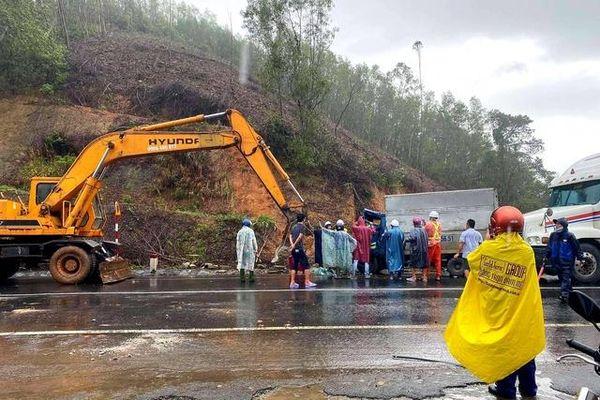 Tai nạn liên hoàn, ùn tắc giao thông trước cửa hầm Phước Tượng