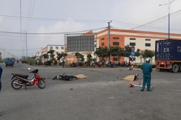 Tin tức tai nạn giao thông ngày 14/12: Nhậu đêm về tông xe tải, hai công nhân thương vong