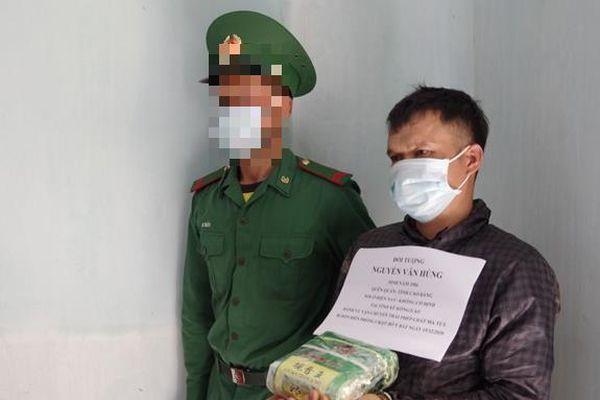 Bắt đối tượng vận chuyển 1 kg ma túy từ Lào vào Việt Nam tiêu thụ