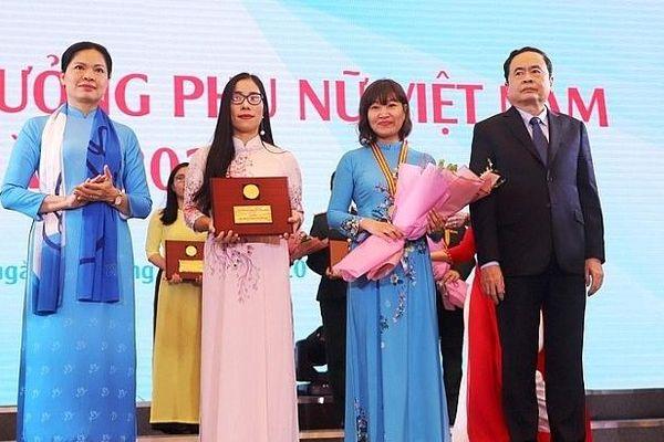 Vẻ đẹp trí tuệ và đóng góp của tập thể nữ trường Chuyên KHTN